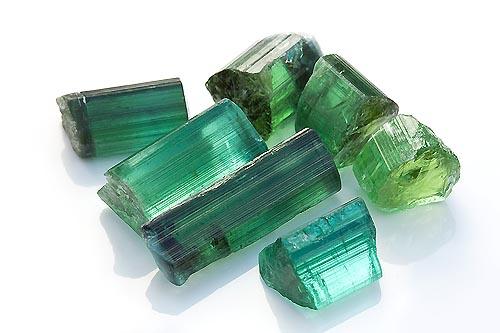 tourmaline verte pierre